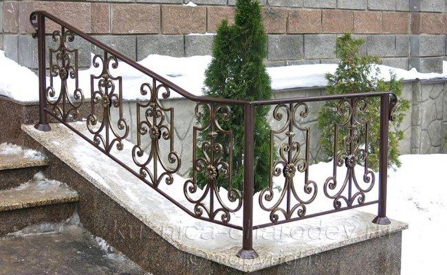 Кованые перила для лестницы уличные