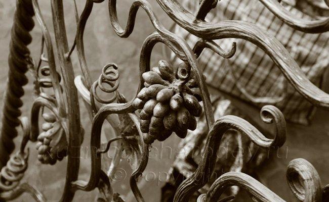 Кованая гроздь винограда