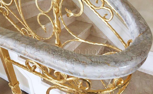 Перила кованые, покрытые поталью