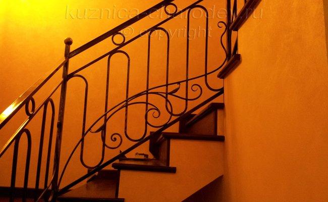 Кованые перила для лестницы в доме