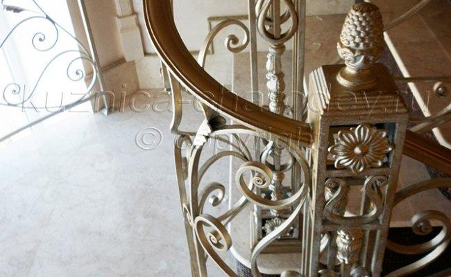 Декоративные столбы перил художественной ковки