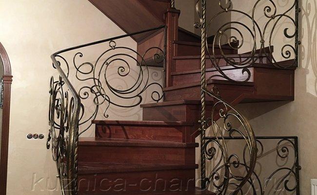 Перила на лестнице на второй этаж