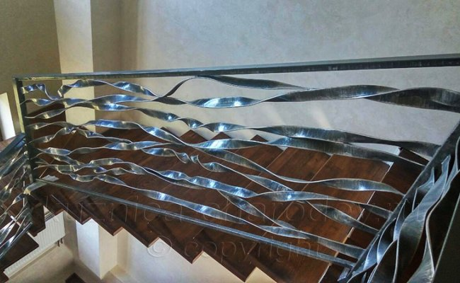 Перила на лестнице в частном доме