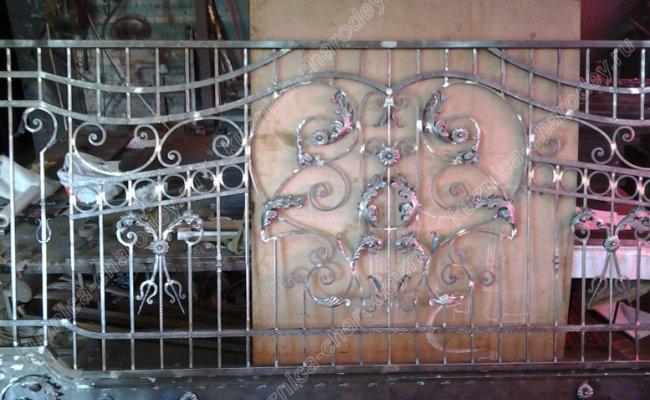 Сборка кованых ворот в кузнице