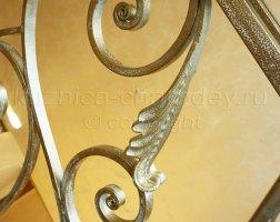 Элементы листья и завитки на кованых перилах