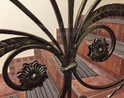 Элементы ковки на перилах, цветы
