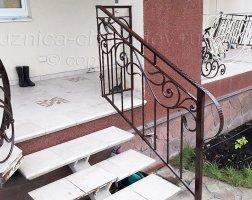 Коричневые кованые перила для лестниц