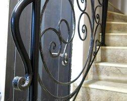 Черные перила кованые для лестницы с патиной серебро