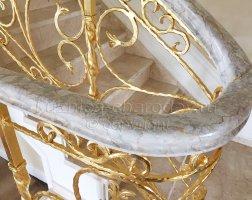 Перила кованые, изделие покрыто золотой поталью