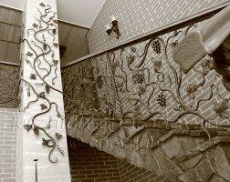 Кованые перила лестницы лоза