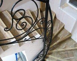 Черные перила кованые для лестницы в доме