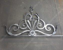 Элемент кованых ворот в кузнице