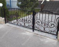 Ворота и калитка маленькие кованые