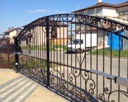 Кованые ворота автоматические