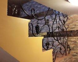 Элементы ковки на лестнице в доме