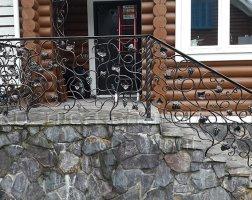 Кованые поручни для лестницы с перилами