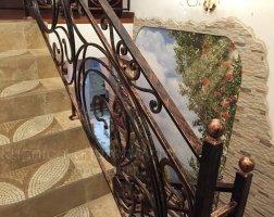 Перила на лестнице кованые