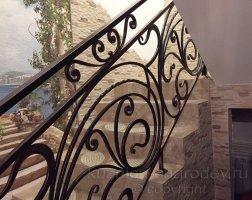 Черные перила кованые лестничные, патина - золото