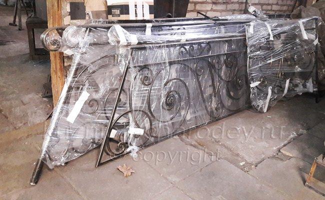 Упакованные кованые перила перед отправкой