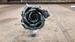 Бутон кованой розы