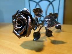 Медная кованая роза 1