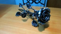 Роза кованая под серебро 1