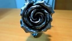 Кованая роза посеребреная 3