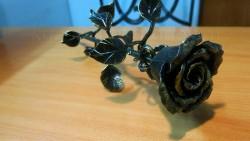 Роза кованая позолота 1