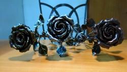 Три кованые розы